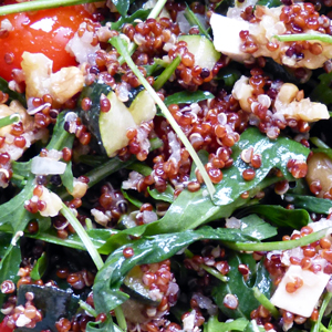 Quinoa rouge salade de roquette feta et noix